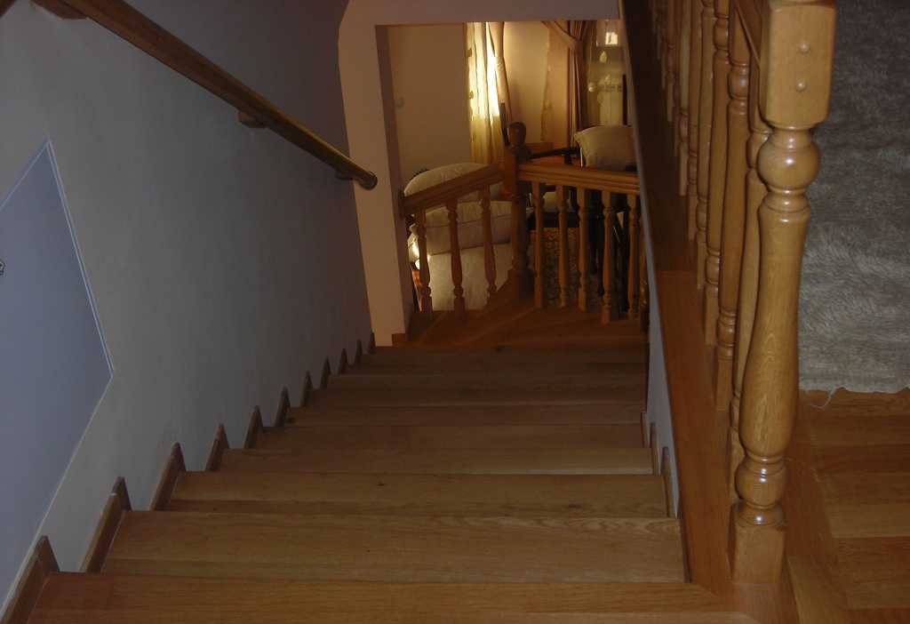 Hardwood flooring ladder